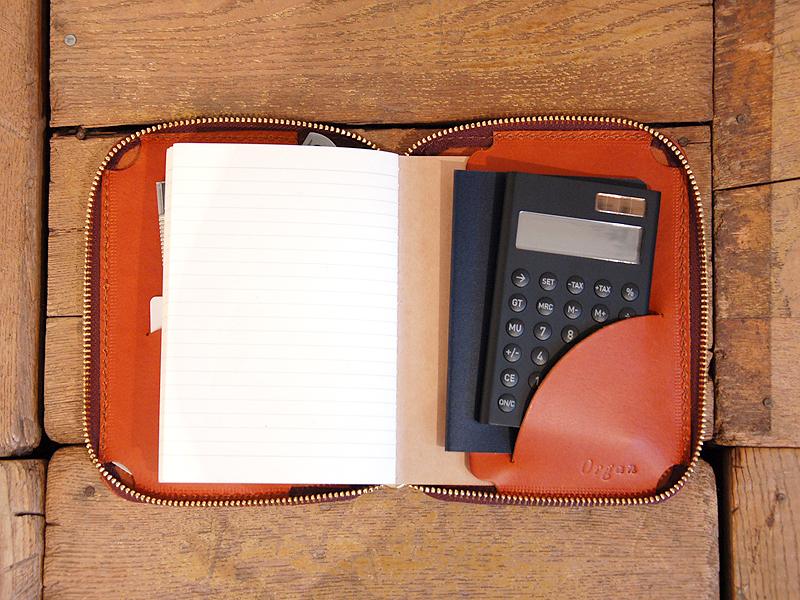右:パスポート+カード電卓