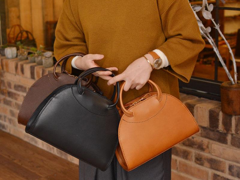 長財布も入るハンドバッグ