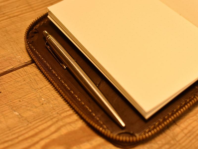 ファスナーブックケースSサイズのペン収納