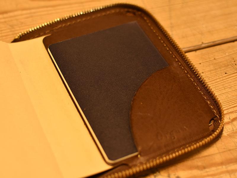 ファスナーブックケースSサイズのポケット