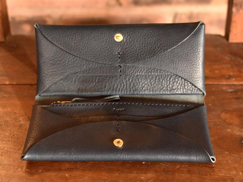 ミネルバボックスネイビーの長財布
