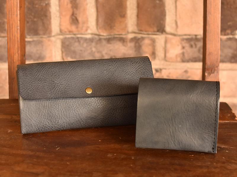 リバースのネイビーで作った財布