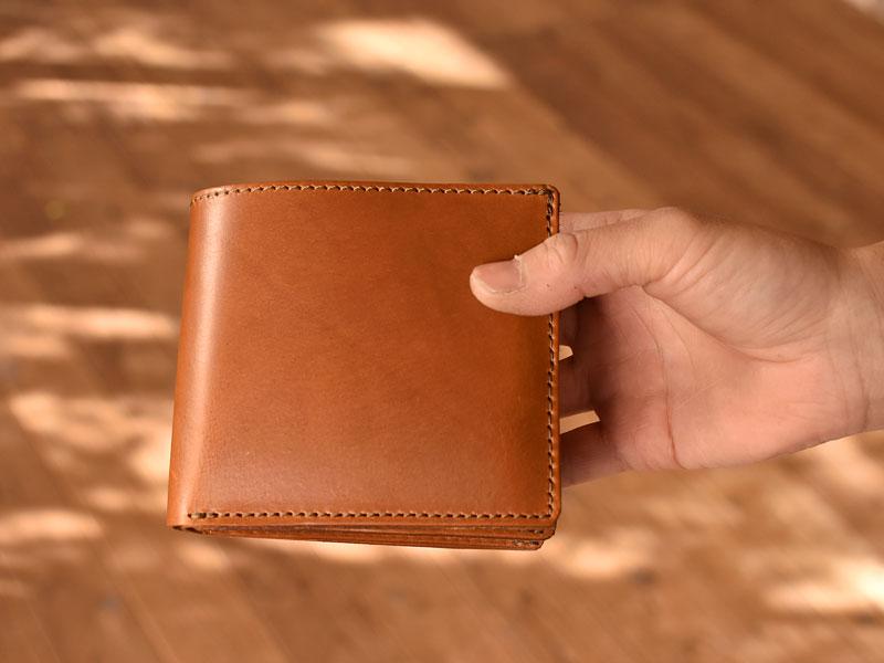 サドルプルアップを使った二つ折り財布 デザイン