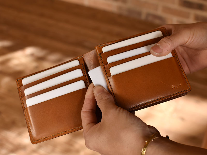 サドルプルアップを使った二つ折り財布 ポケット2