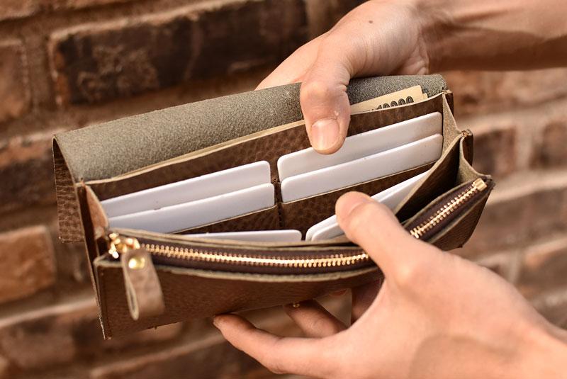 総かぶせの長財布 カード入れ