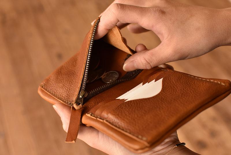 ユーフラテの二つ折り財布 小銭取り出し1