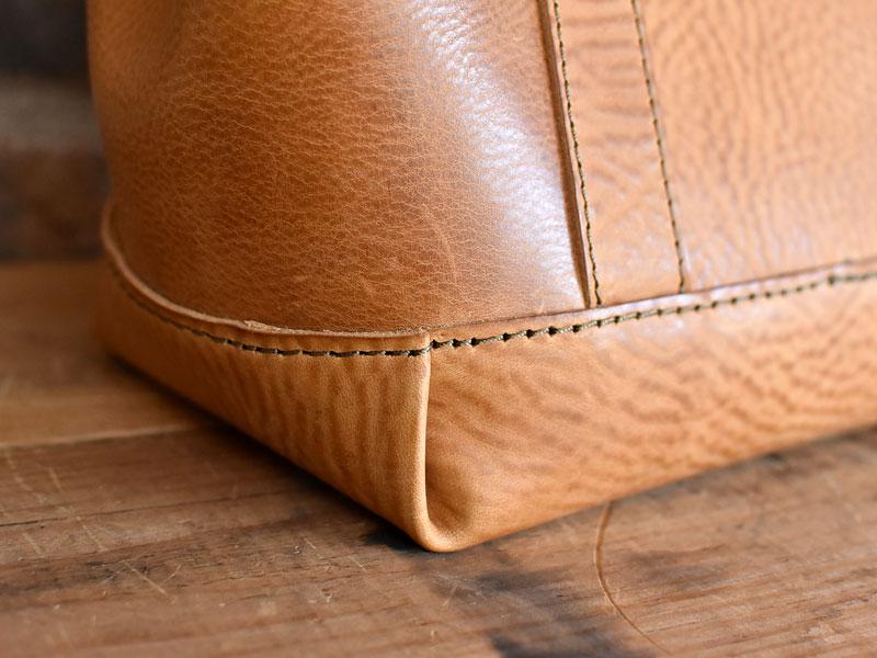 口枠とホックのハンドバッグ底部