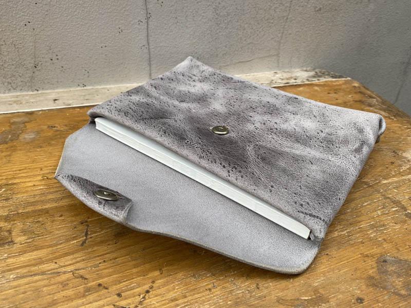 ブックケースにノート収納