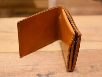 サドルプルアップ 二つ折り財布