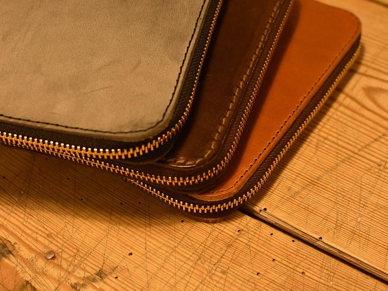 いろいろな革のファスナーブックケース