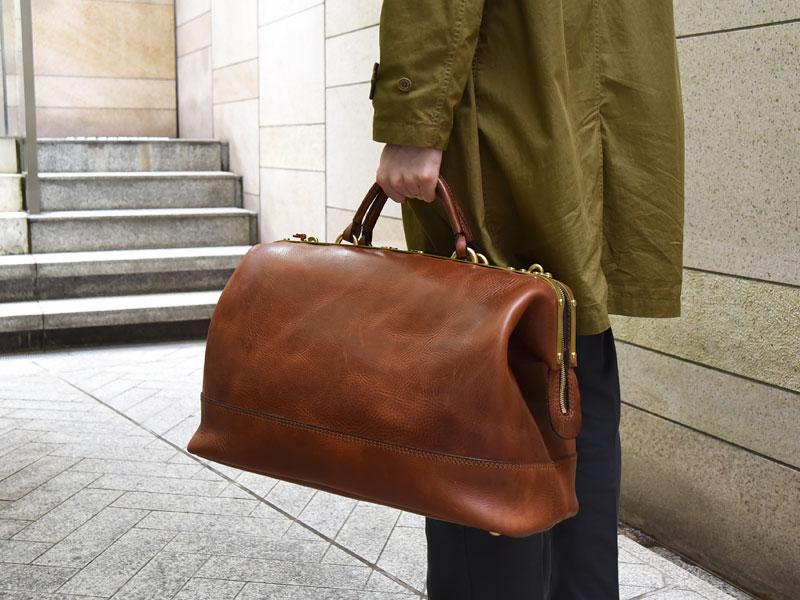 真鍮フレームの口枠ボストンバッグ 手持ち